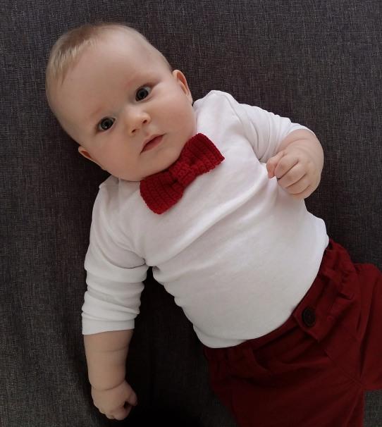 En lille herre klar til julefrokost