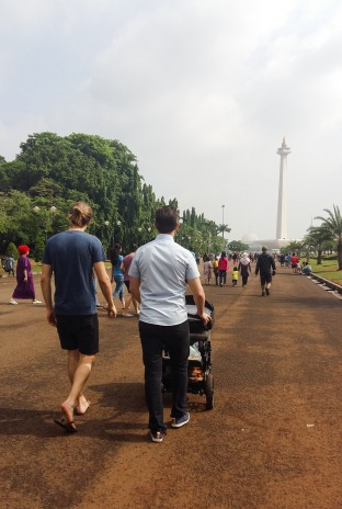 Jacob og Peter på vej op til nationalmonumentet MONAS